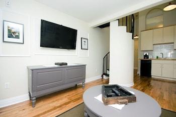 Duplex Loft Suite, 1 Queen with Sofa Bed