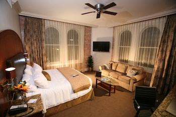 Junior Studio Suite, 1 King Bed, Accessible, Non Smoking