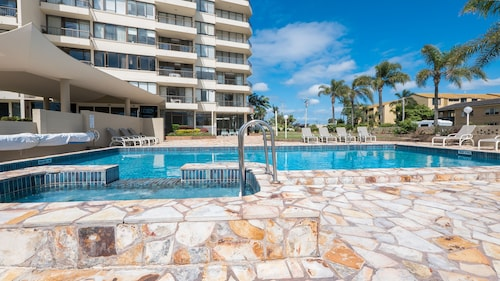Southern Cross Beachfront Holiday Apartments, Burleigh Heads