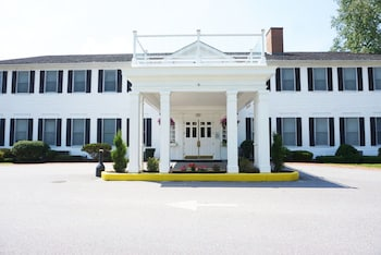 Hotel - The Litchfield Inn