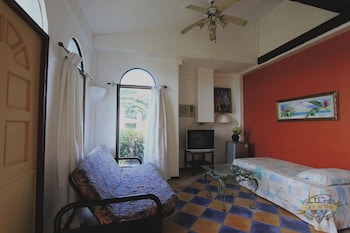 Casa Del Mar Beach Resort Cebu Guestroom