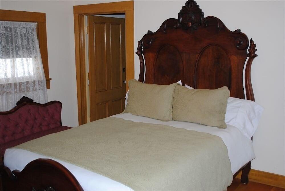 Standard Room, 1 Queen Bed, Balcony (Refugio Bandini)