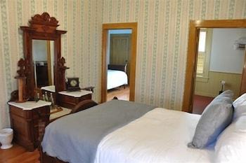 Deluxe Suite, 2 Bedrooms, Connecting Rooms, Garden View (Cauldron Suite)