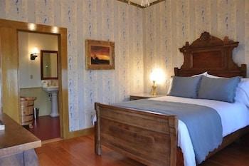 Deluxe Suite, 1 Queen Bed, Balcony, Park View (Pine Tub Suite)