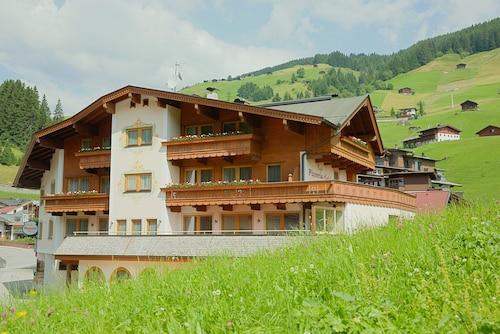 Aparthotel Dorfplatzl, Schwaz