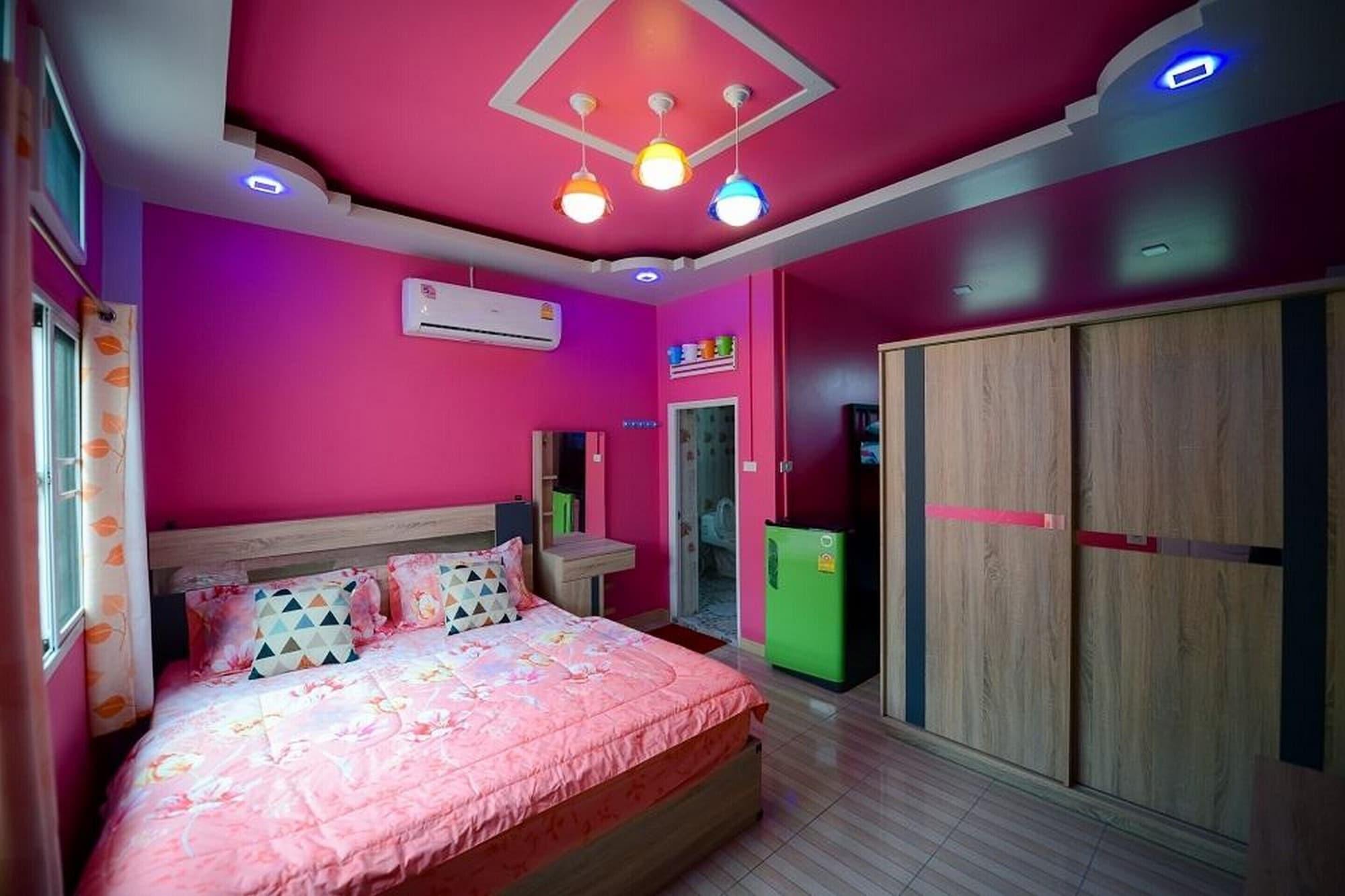 OYO 922 Thammachart  Resort Kaosrichang, Koh Si Chang