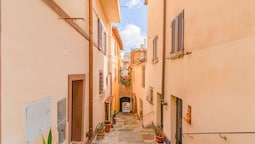 Vintage Holiday Home in Montepulciano With Heating