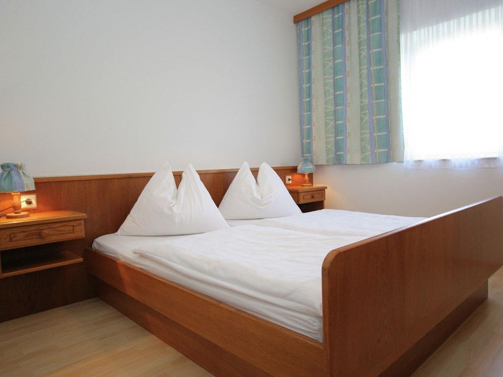 https://i.travelapi.com/hotels/51000000/50940000/50937300/50937225/1cea0718_z.jpg