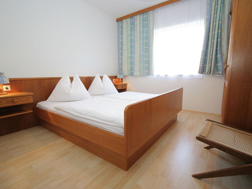 https://i.travelapi.com/hotels/51000000/50940000/50937300/50937225/36291c5b_z.jpg
