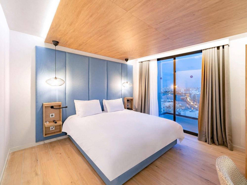 https://i.travelapi.com/hotels/52000000/51290000/51282600/51282559/13c94696_z.jpg