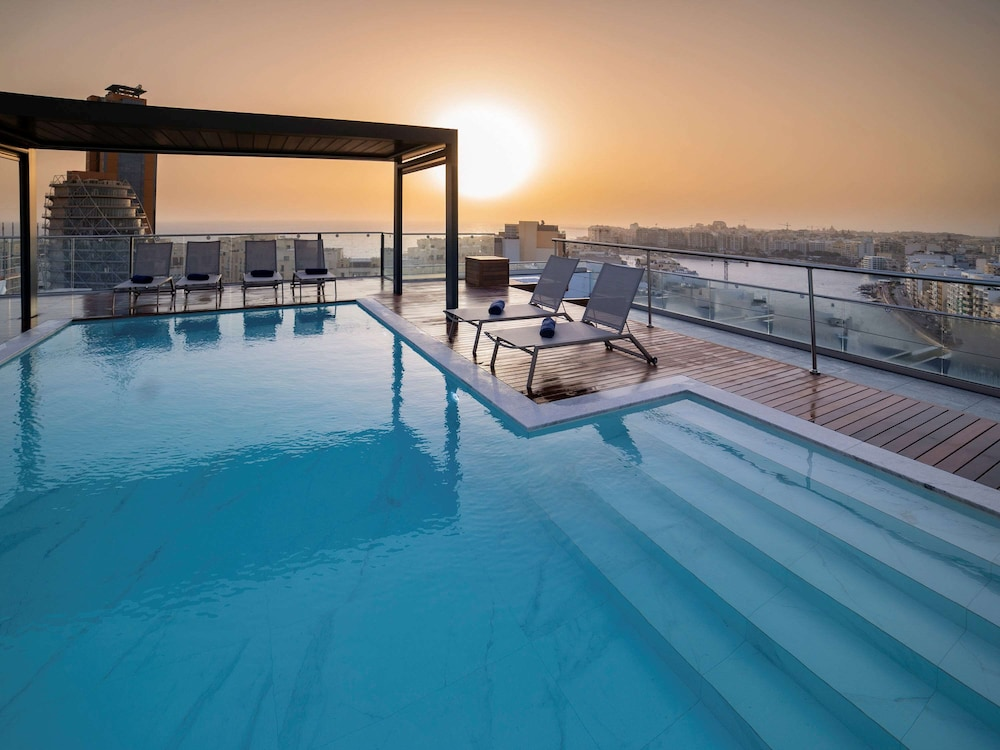 https://i.travelapi.com/hotels/52000000/51290000/51282600/51282559/15467308_z.jpg