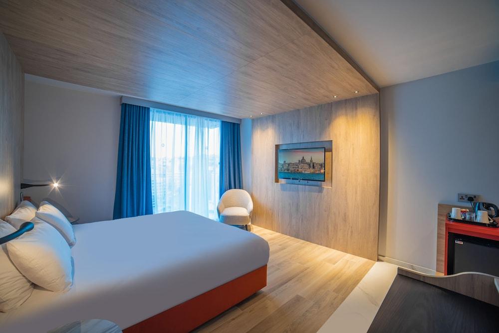 https://i.travelapi.com/hotels/52000000/51290000/51282600/51282559/38c5fff6_z.jpg