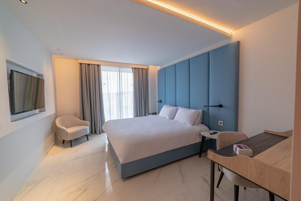 https://i.travelapi.com/hotels/52000000/51290000/51282600/51282559/a50b6afe_z.jpg