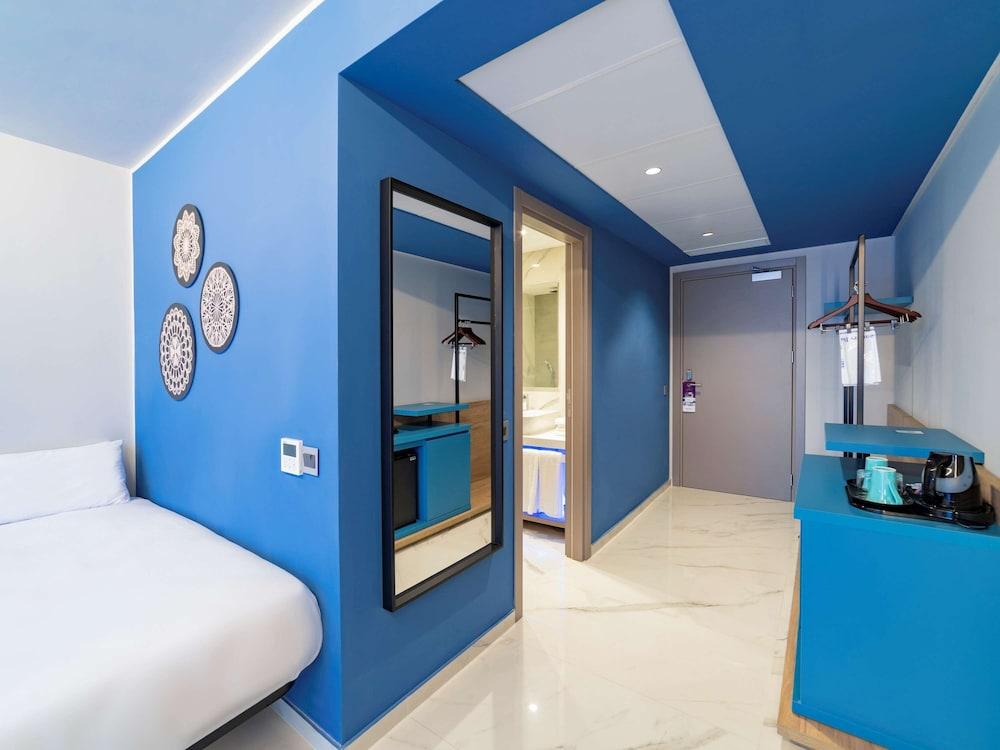 https://i.travelapi.com/hotels/52000000/51290000/51282600/51282559/ca4cf6f4_z.jpg