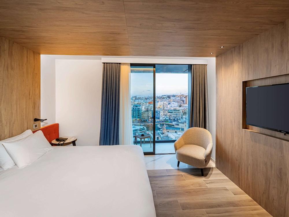 https://i.travelapi.com/hotels/52000000/51290000/51282600/51282559/df725064_z.jpg