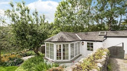 This Fantastic Little Cottage is a Real Gem, Cozy and Perfectly Formed