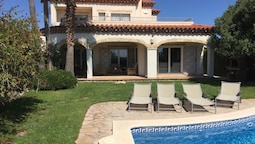 Fantastic Holiday Home for 10 Persons With Private Swimming Pool in Mi