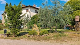 Cottage in Arezzo With Pool, Terrace, Garden, Deckchairs