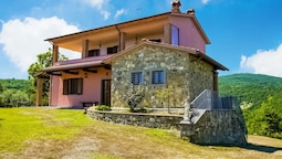 Villa With Above Ground Swimming Pool in the Rolling Tuscan Hills With
