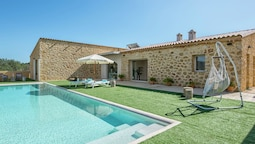Engaging Villa in St Llorenç des Cardassar With Swimming Pool