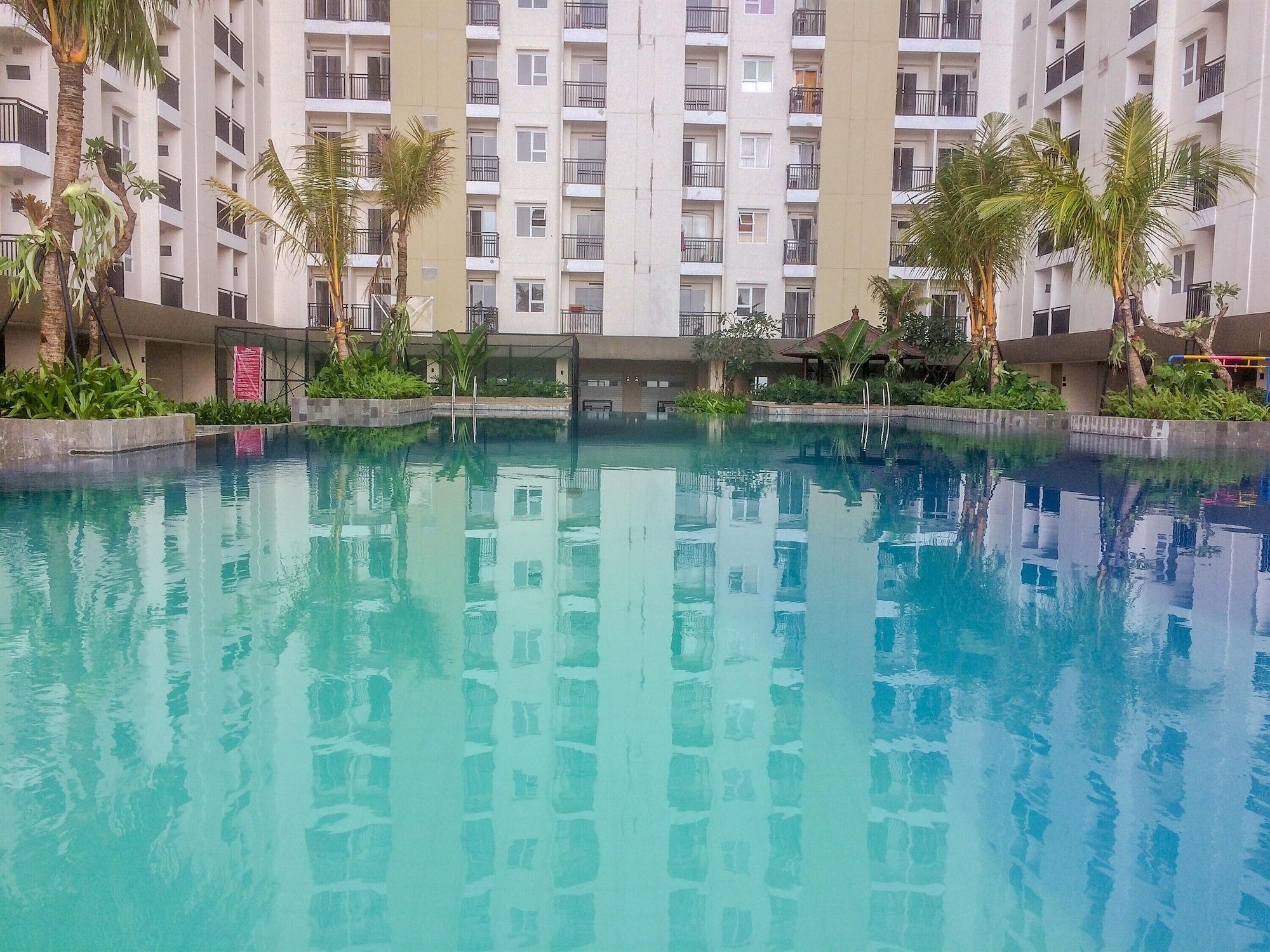 Minimalist and Comfy Studio Green Lake View Apartment, Tangerang Selatan