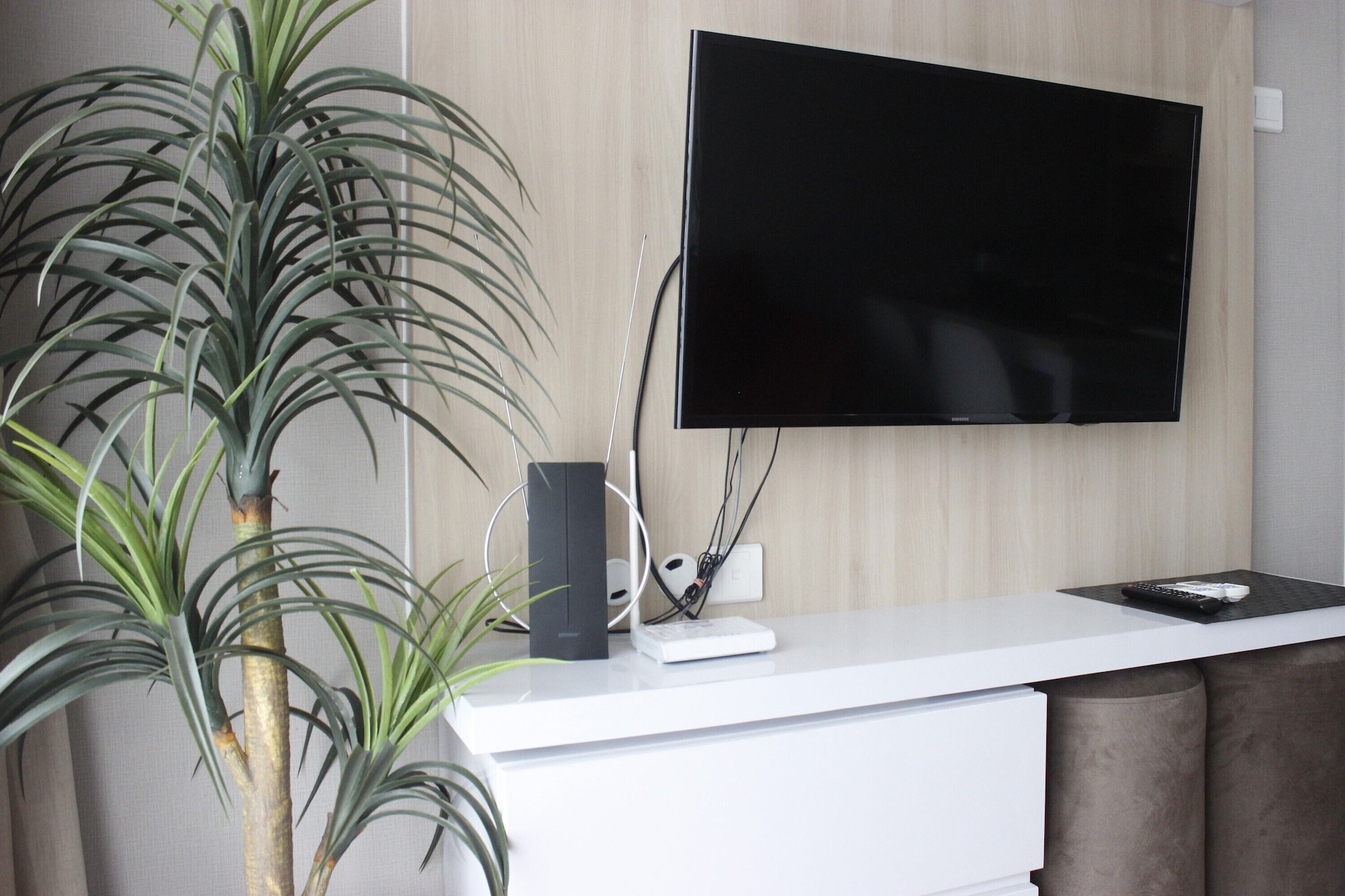Modern & Stylish 2BR at Gateway Pasteur Apartment By Travelio, Cimahi