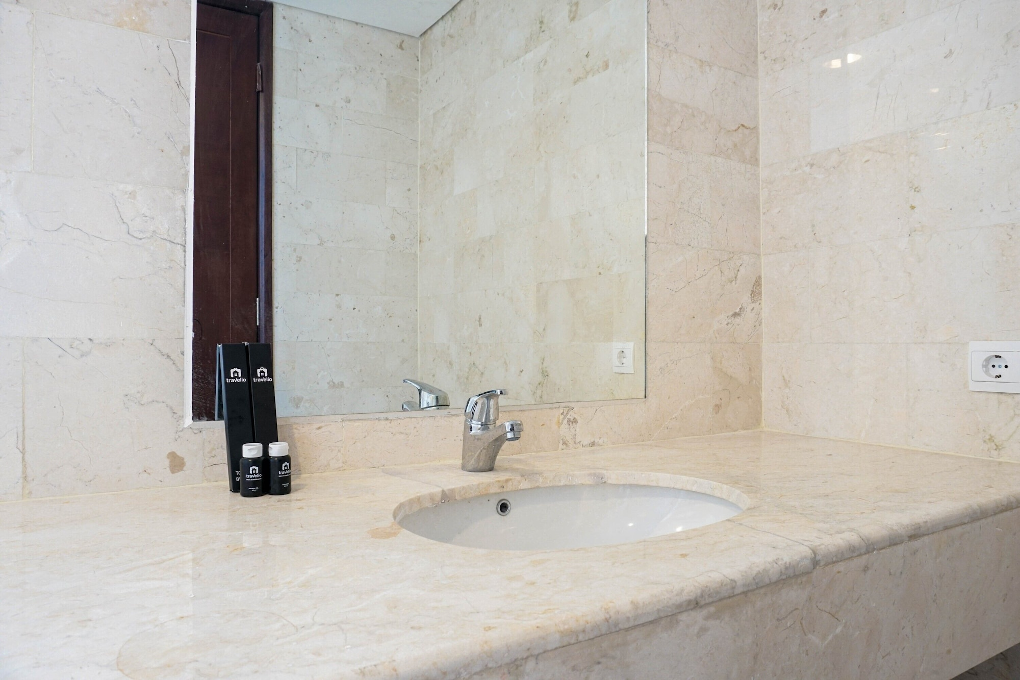 Comfortable Deluxe 2BR at The Empyreal Condominium Epicentrum Apartment By Travelio, Jakarta Selatan