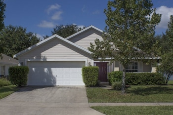 Floridian Escape Private Pool Near Disney! 4 Bedroom Home