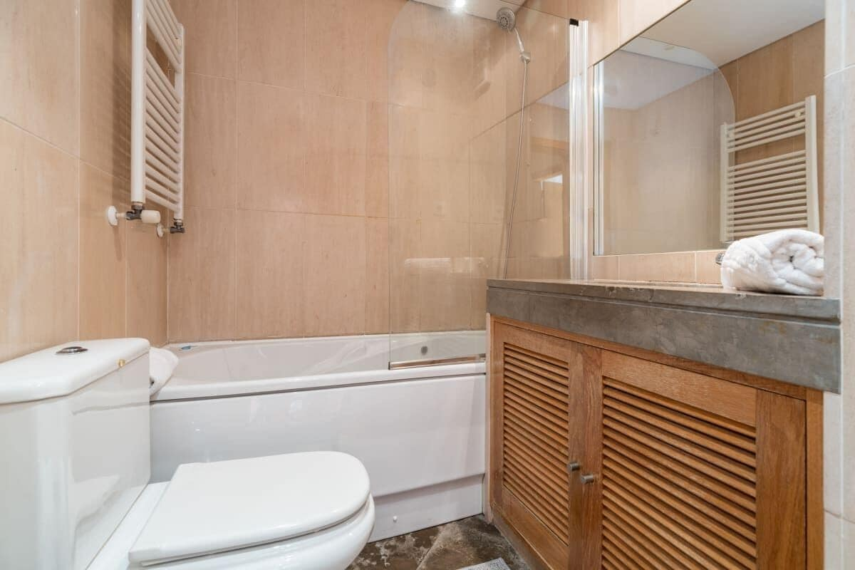 Relax 1bdr Apt by the River W/balcony & Parking!, Loures