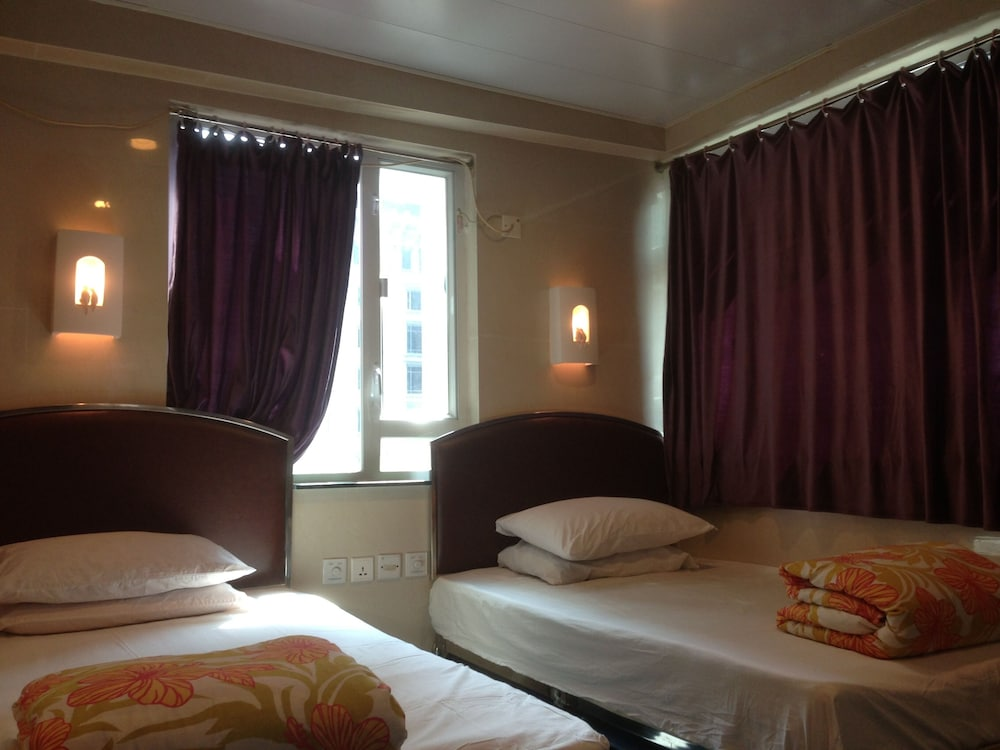 https://i.travelapi.com/hotels/58000000/57250000/57242100/57242019/32f543fb_z.jpg