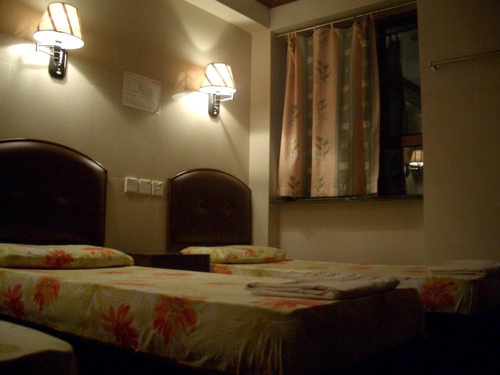 https://i.travelapi.com/hotels/58000000/57250000/57242100/57242019/68fdd367_z.jpg