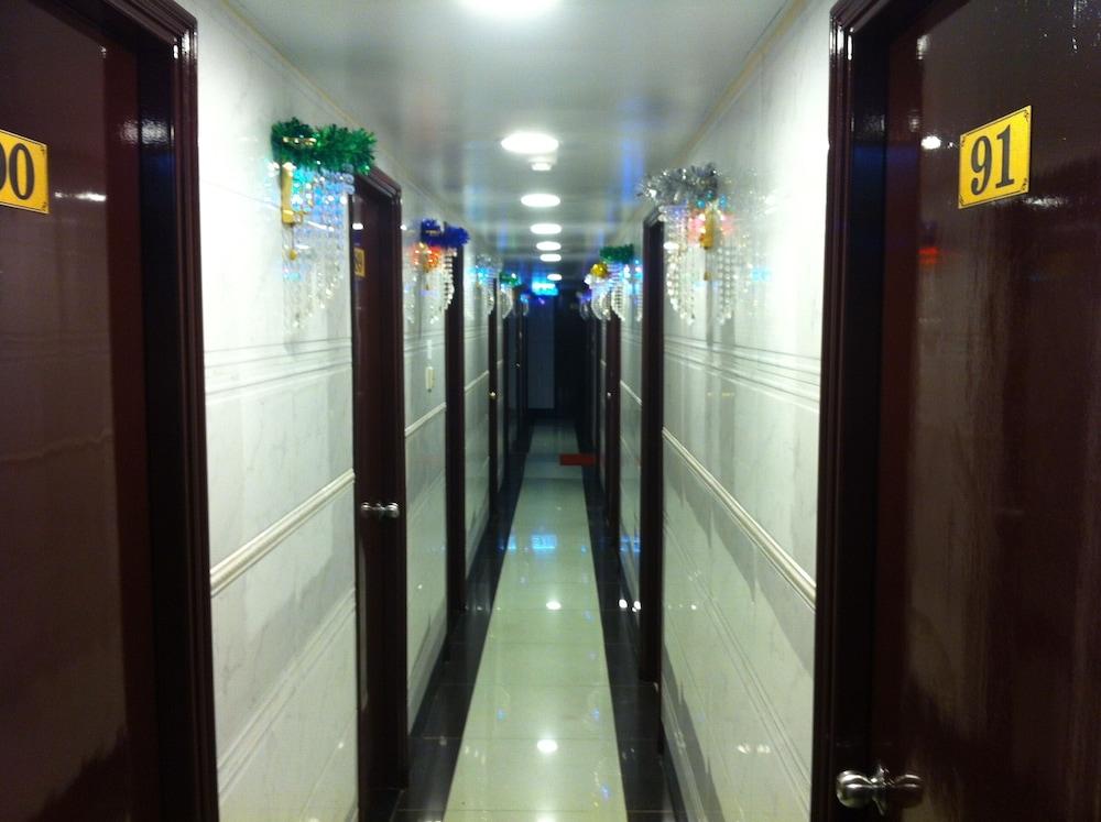 https://i.travelapi.com/hotels/58000000/57250000/57242100/57242019/aca60146_z.jpg
