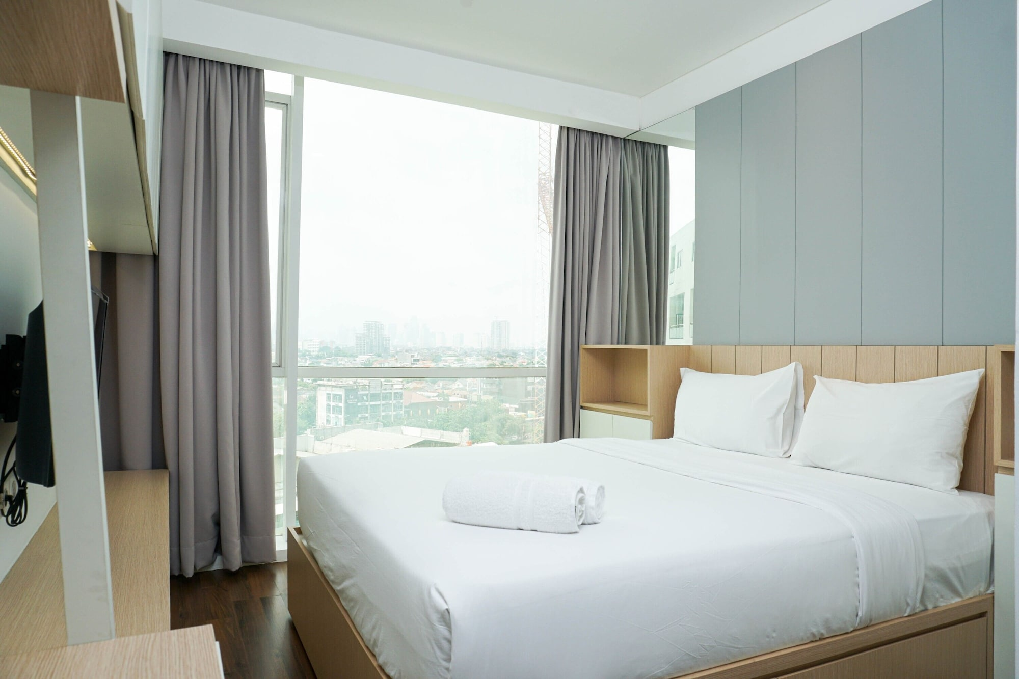 Cozy 1BR Apartment Gallery West Residence, West Jakarta