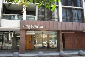 Edgewater 208 Edgewater 208
