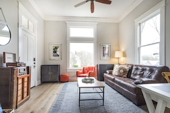 Walk to Five Points + 10 Minutes from Downtown! Walk to Five Points + 10 Minutes from Downtown!