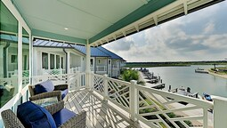 Modern Nautical Bayside Villa With Infinity Pool - 3 Bedroom Condo
