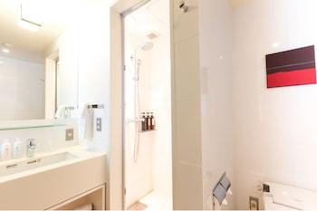 THE GATE HOTEL ASAKUSA KAMINARIMON BY HULIC Bathroom Shower
