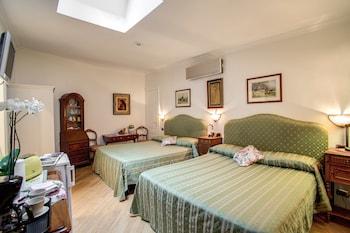 Triple Room, 2 Queen Beds, Garden Area