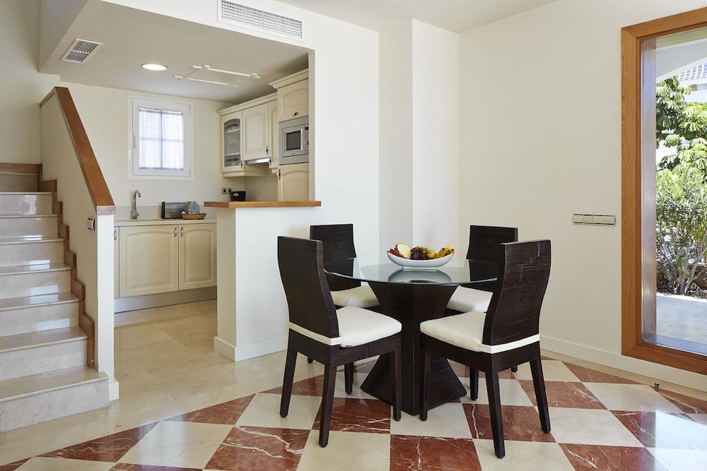 Hotel Suite Villa María, In-Room Dining