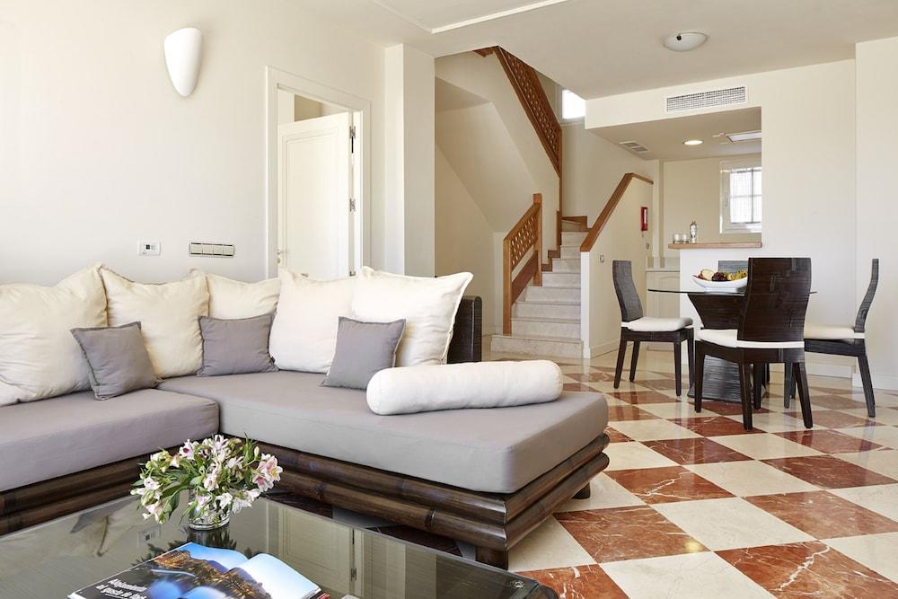 Hotel Suite Villa María, Living Area