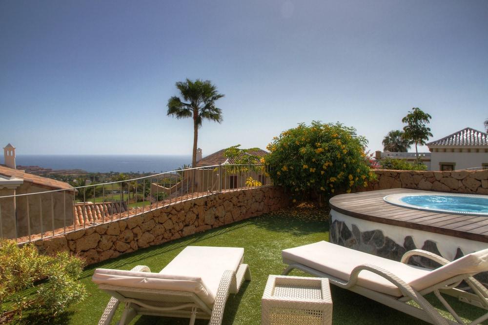Hotel Suite Villa María, Terrace/Patio