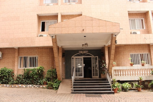 Hotel Meumi Palace, Mfoundi