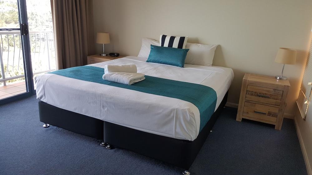https://i.travelapi.com/hotels/6000000/5030000/5025200/5025133/d2bdc645_z.jpg