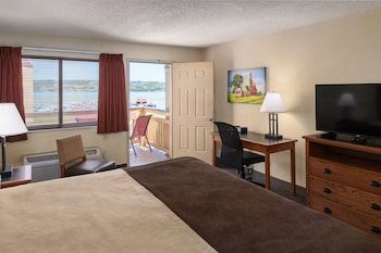Deluxe Room, 1 King Bed, River View (King Riverside Accessible)