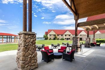 Hotel - Arrowwood Resort at Cedar Shore