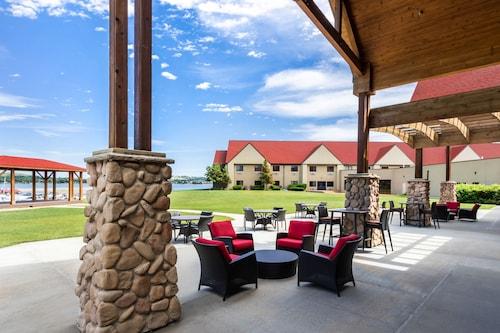 . Arrowwood Resort at Cedar Shore