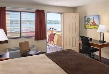 Standard Room, 1 King Bed, River View (2nd Floor Riverside King Guestroom)