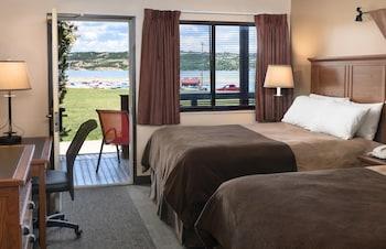 Standard Room, 2 Queen Beds, River View (Riverside Two Queen with deck)
