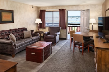 Suite, 1 King Bed, River View (King Suite Riverside)