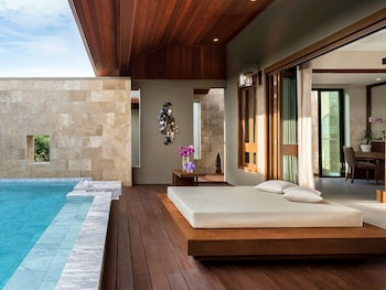Executive Suite, 1 King Bed, Private Pool